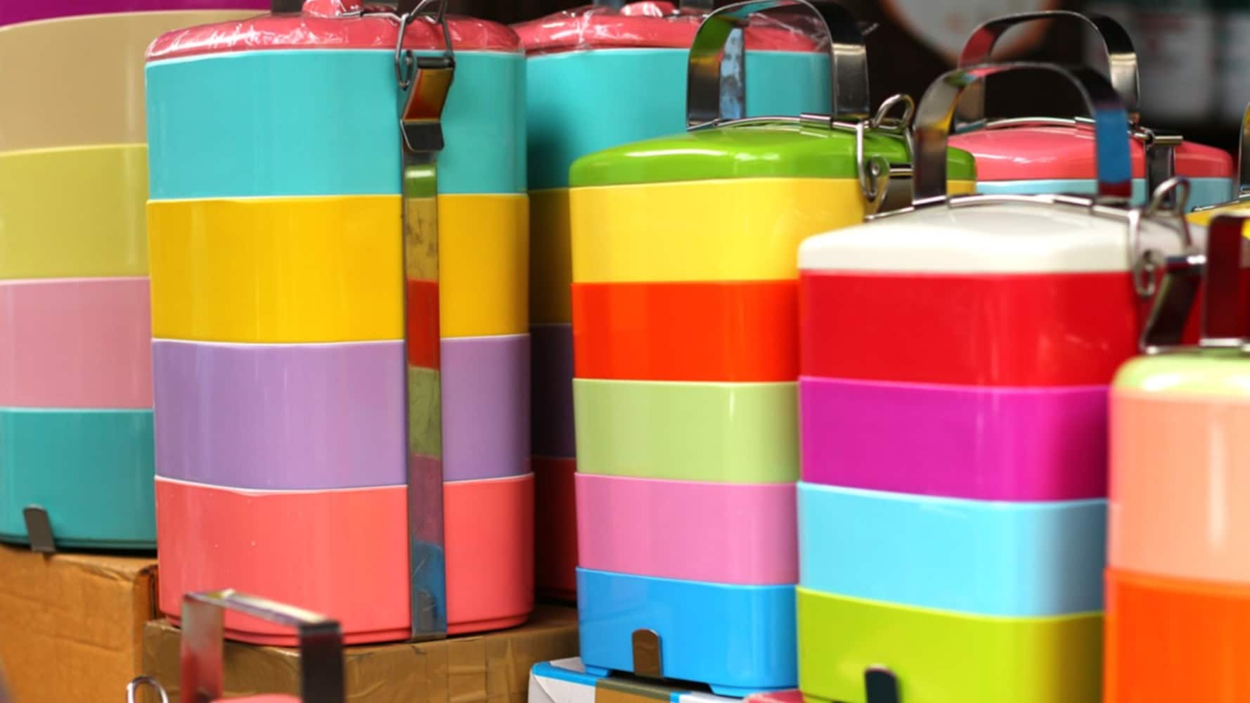 素材|種類も豊富で気軽に使えるプラスチック製が人気
