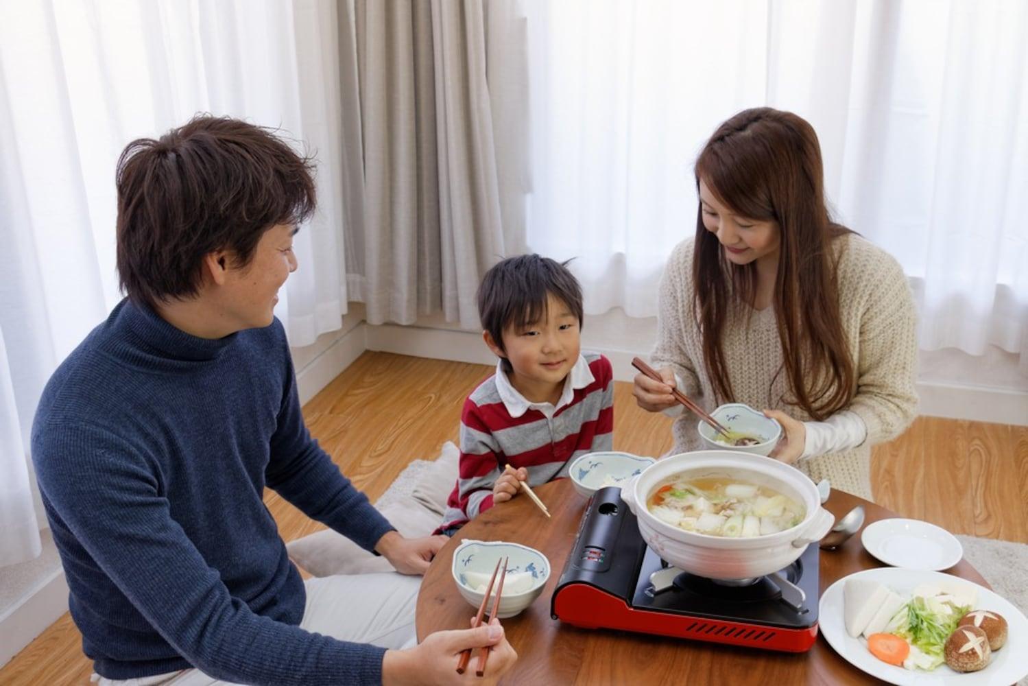 形状|子供のいる家庭では具材を取り出しやすい「浅型」を
