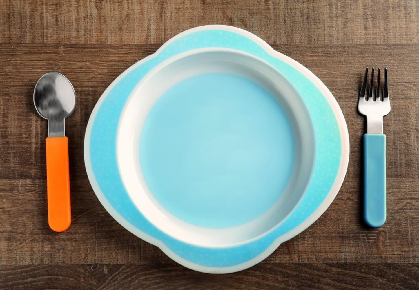 素材|軽くて割れにくいプラスチック製やメラミン製が人気