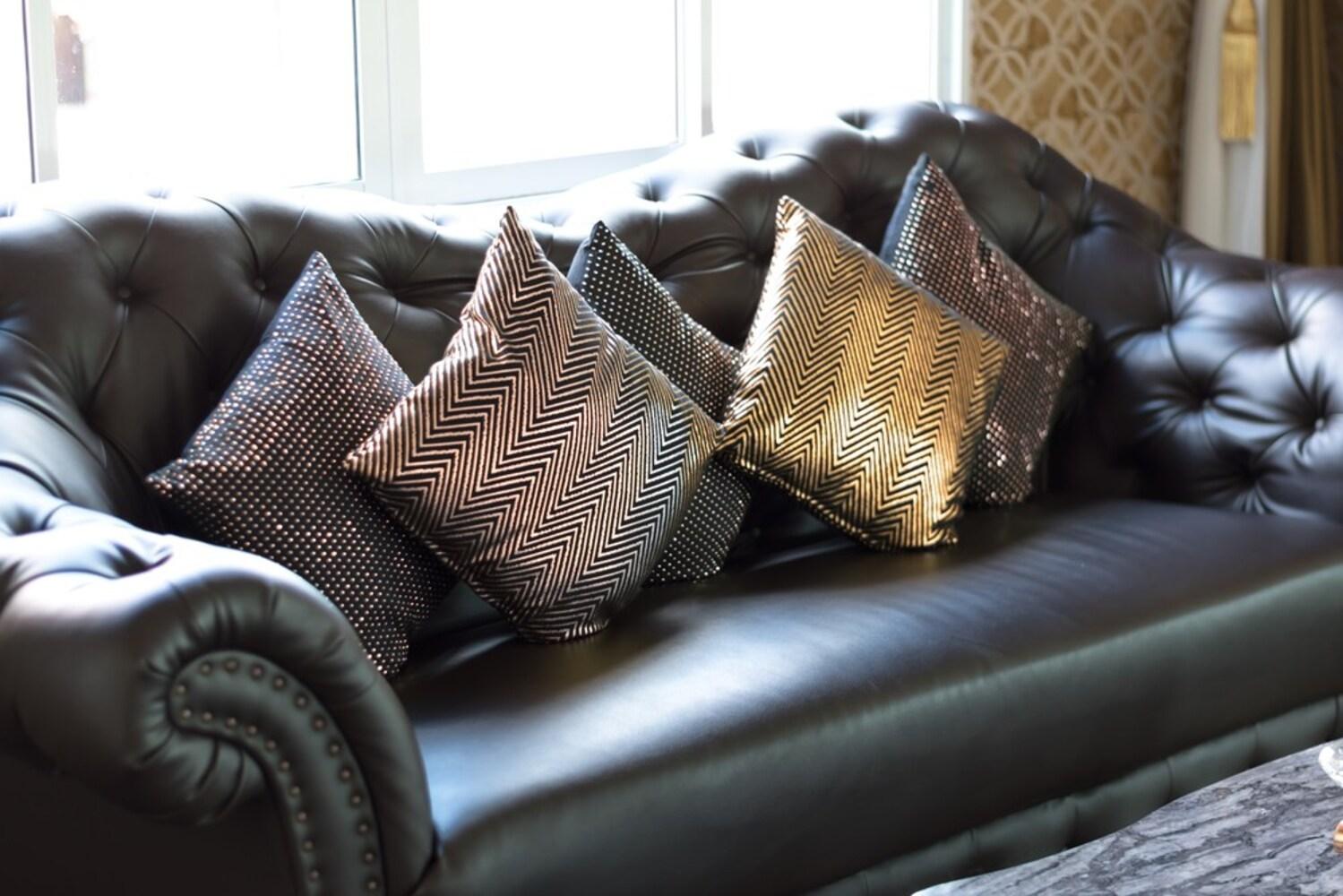 素材|デザイン豊富な「布地」、高級感のある「レザー」