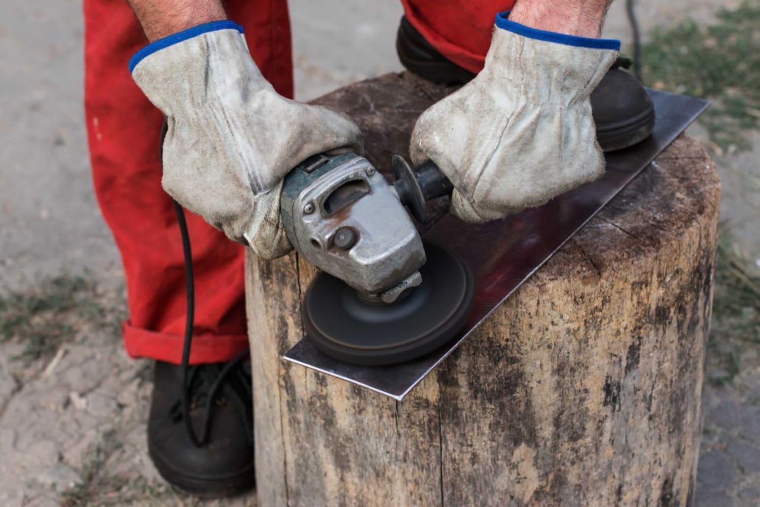 回転数|研磨の場合30000/m以上がベター、木材等では5000程度あれば十分