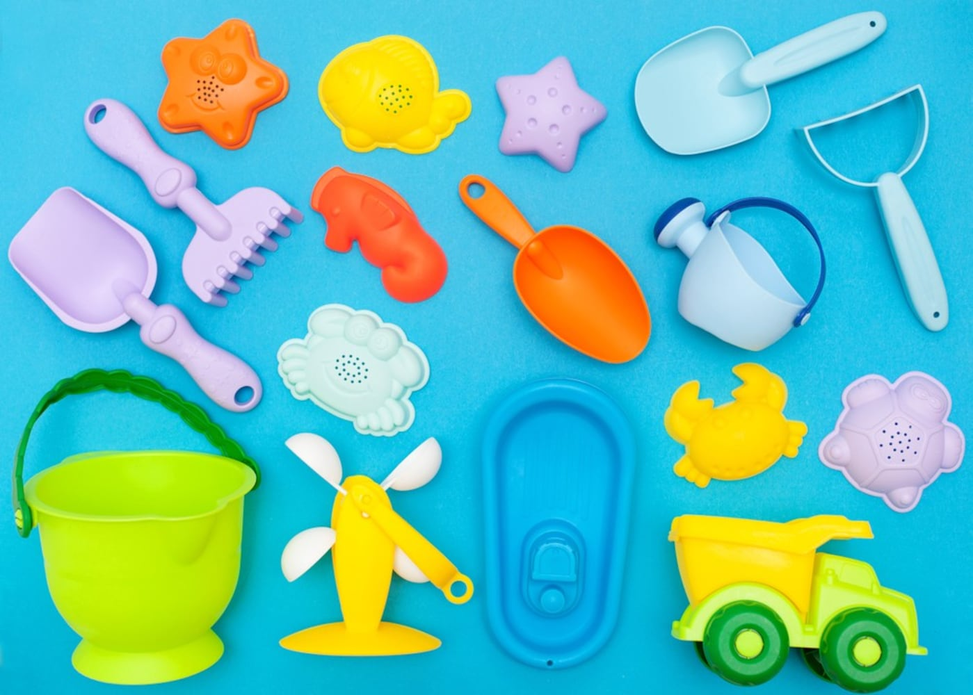 素材|軽くて頑丈なプラスチック製のものがおすすめ