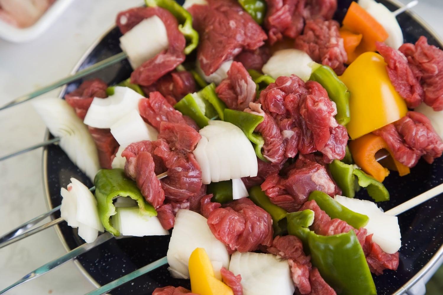 食欲そそる!野外で楽しむスタミナ満点のバーベキューレシピまとめ