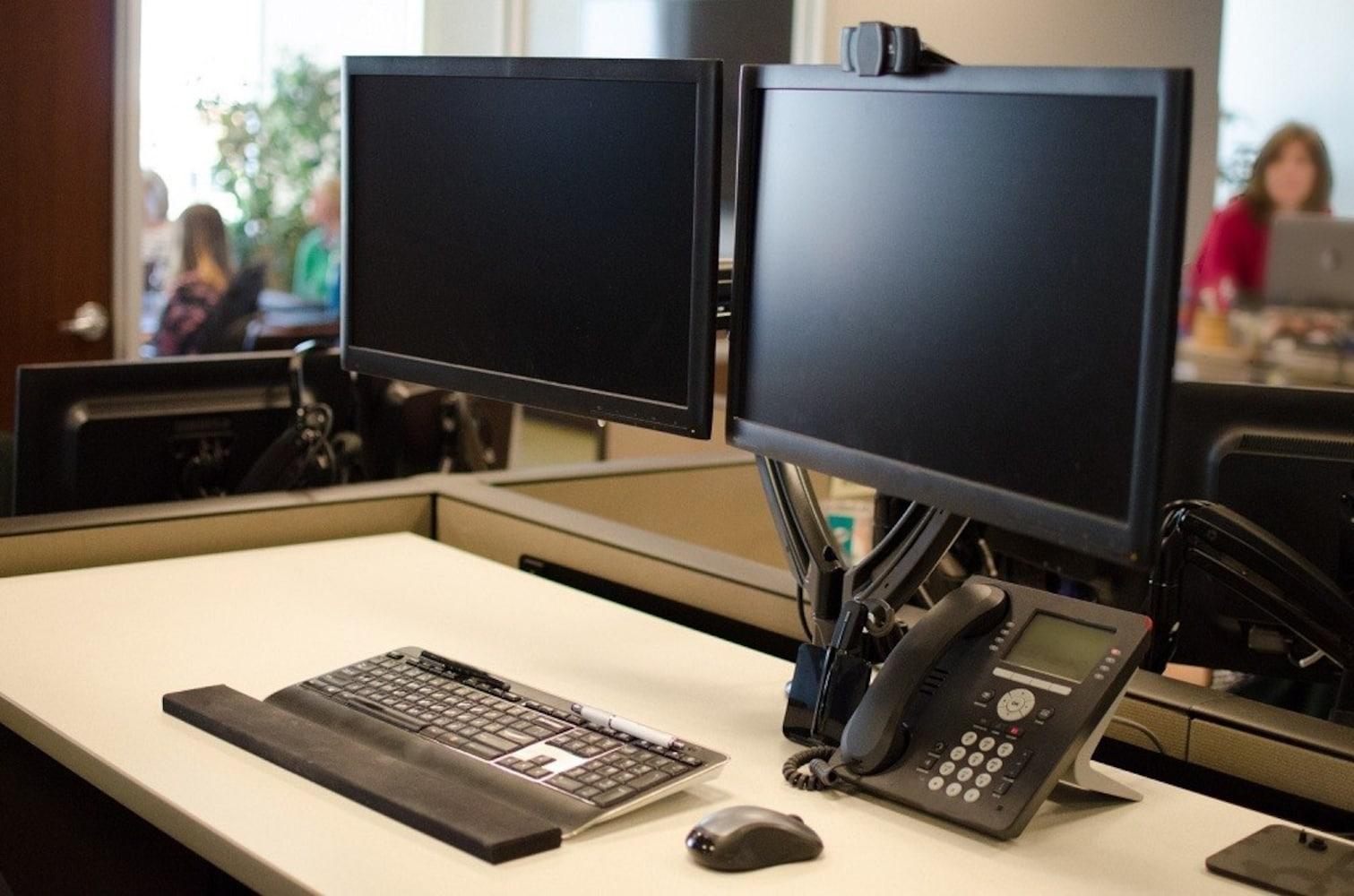 モニターアーム|スペースを有効活用して作業効率アップ