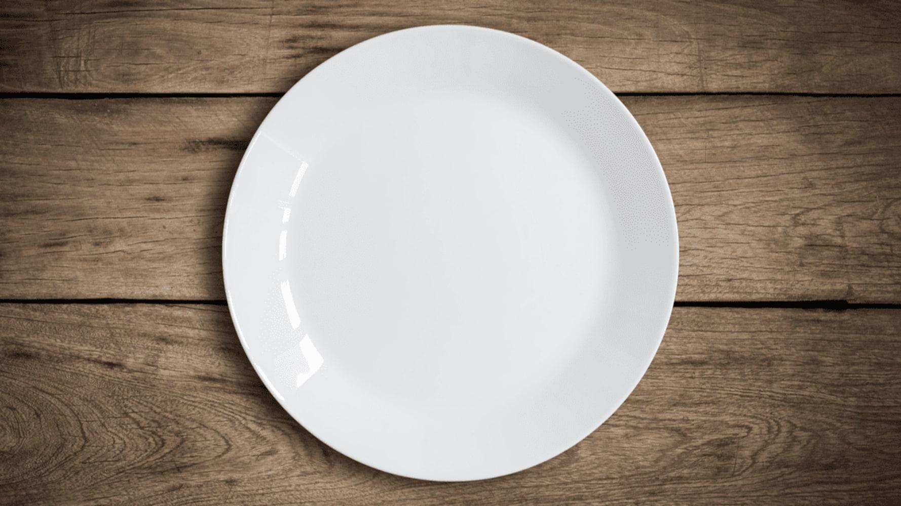 白色の食器なら可もなく不可もなく使える!