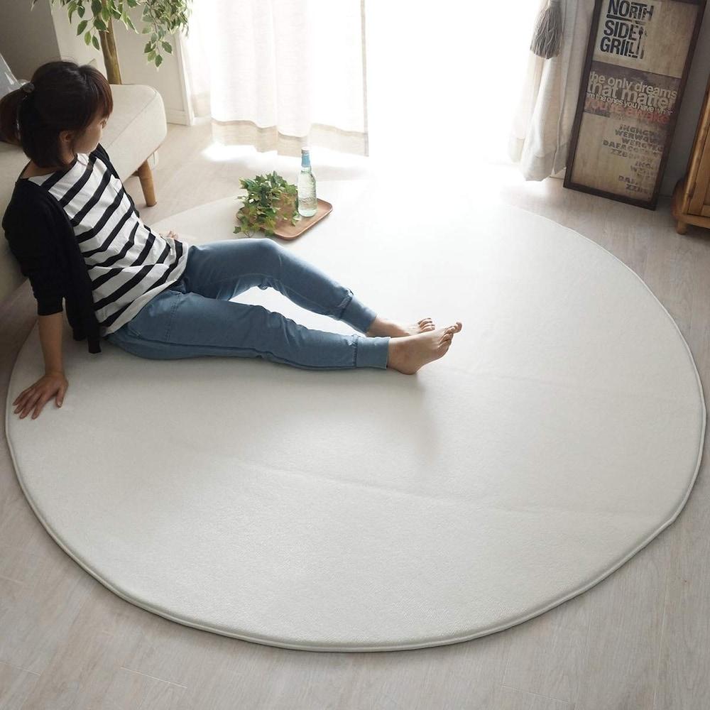 ソファの前やローテーブルの下に敷くなら140~180cmサイズ