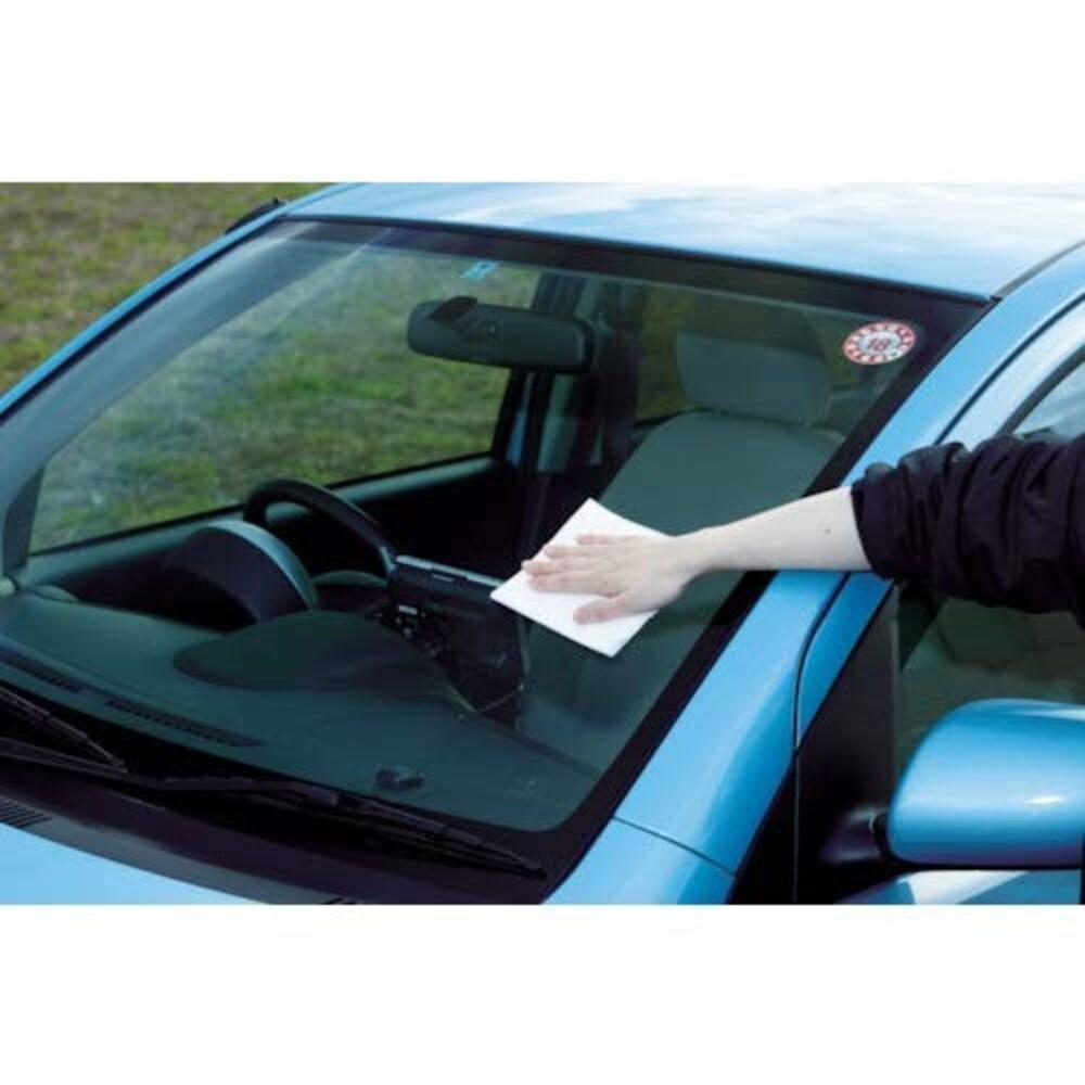 油膜や水垢を落とすには車用ガラスクリーナーがおすすめ