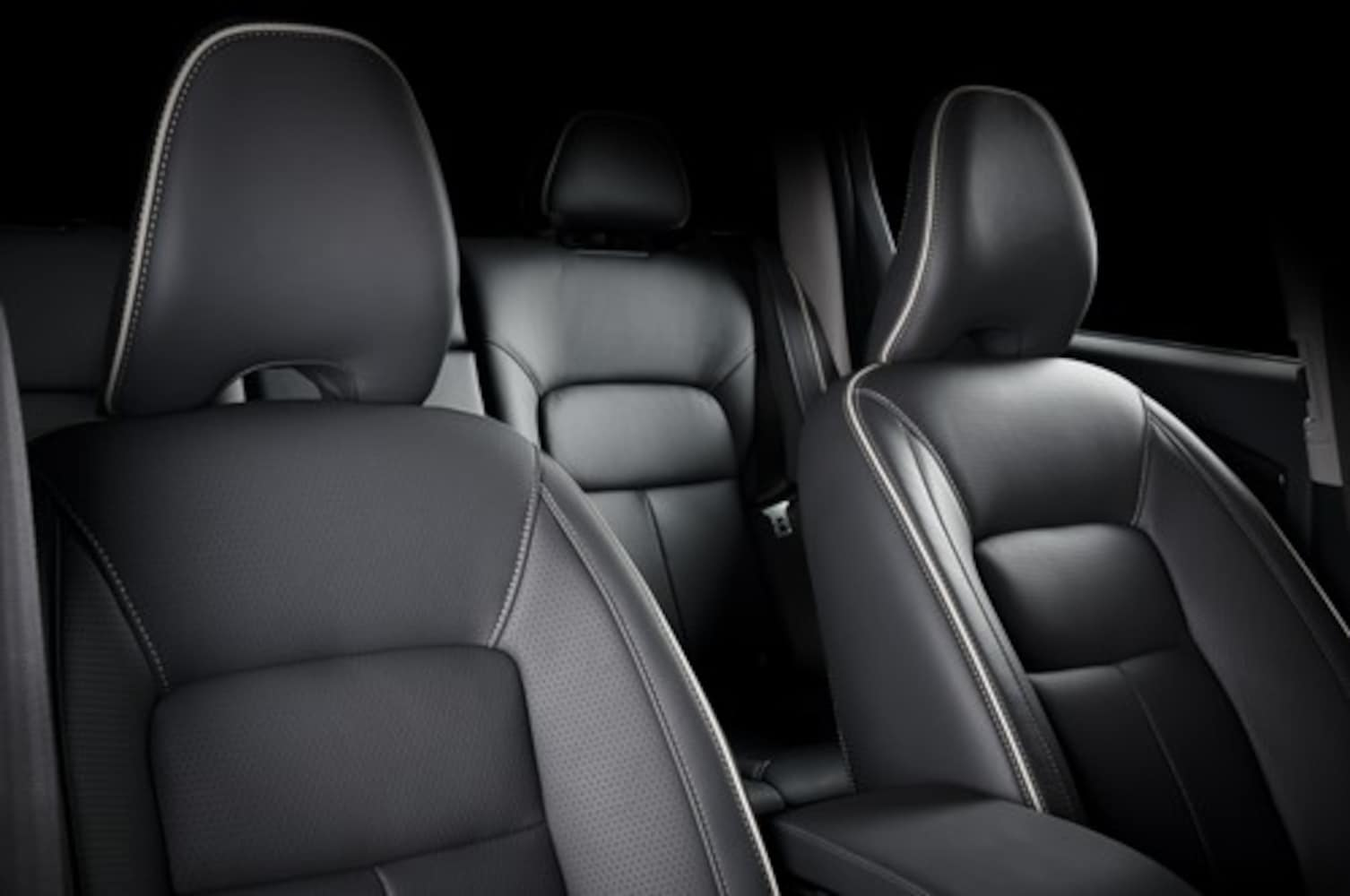 車のシートに汗や汚れが染みついてにおう