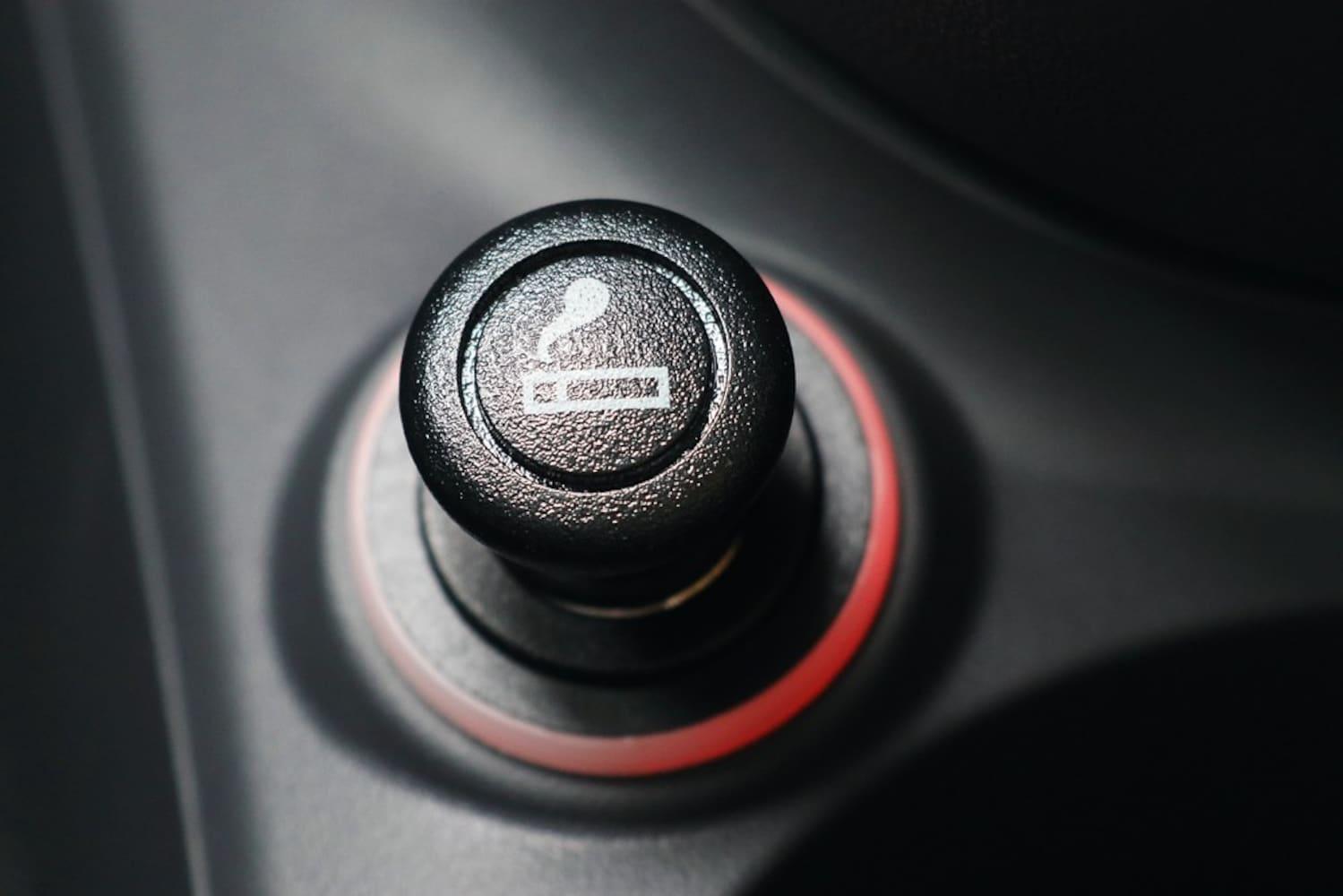 給電方法|シガーソケットが手軽!ソケットがない車は電池式を使用