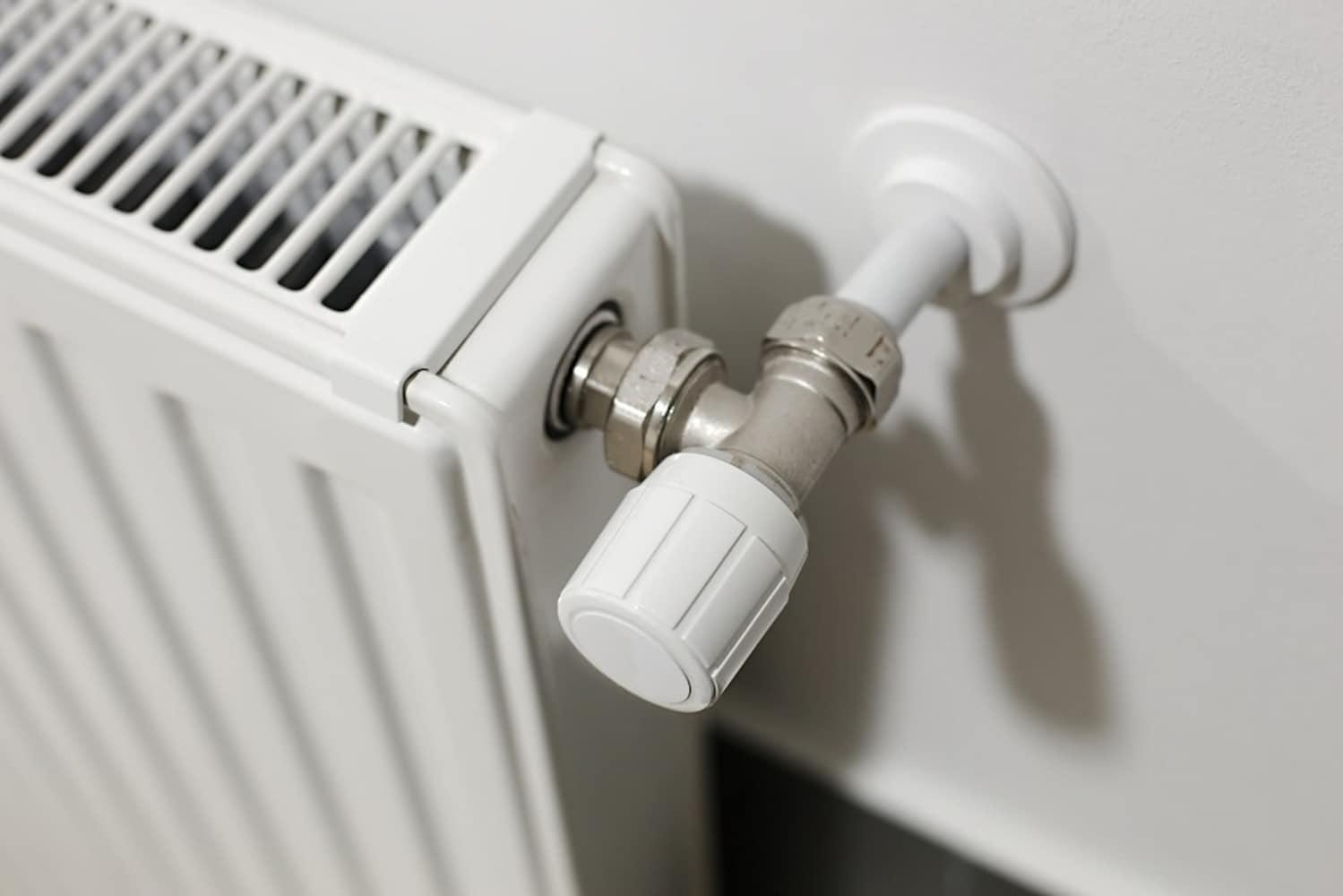 サーモスタット機能|つけっぱなしにしても加温を防ぐ!