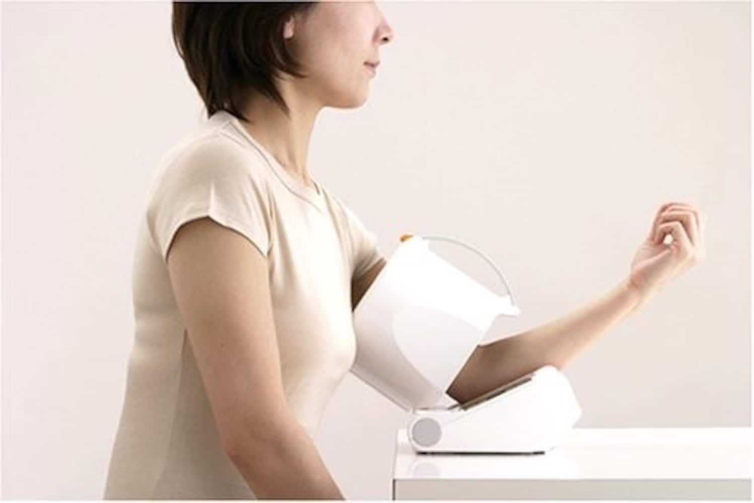 アーム式は腕を通すだけの簡単仕様!より正確な測定が可能