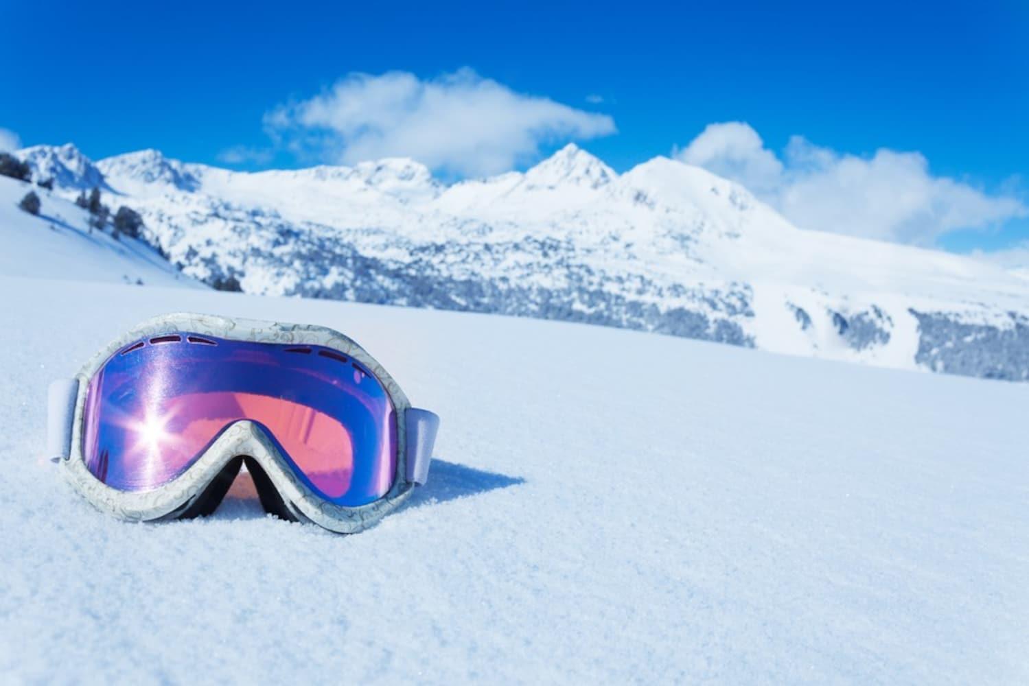 スノボ・スキーにゴーグルは必須!