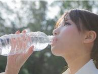 口飲みでカビ増殖も…ペットボトル飲料を飲むときの3カ条