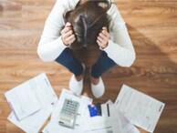 42歳契約社員。実母の借金150万円を肩代わりして貯蓄はゼロ、保険も解約しました
