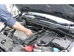 エンジンオイル漏れの主な原因と対処法!修理費用やパッキン交換法