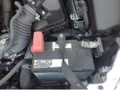 バッテリーの外し方・付け方は!-ターミナル(端子)からの交換方法