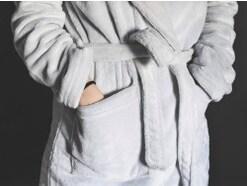 バスローブの正しい使い方と着方!下着やパジャマは着ていいの?
