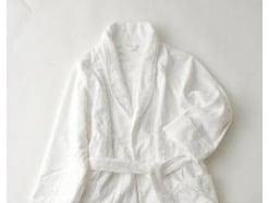 バスローブの正しい使い方とは?下着やパジャマは着てよいのか