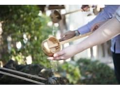 神社の参拝方法~手水のやり方や二拝二拍手一拝の参拝作法