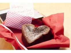 なぜ日本のバレンタインは女性から贈るの?