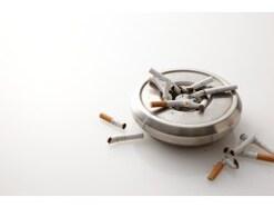 「タバコを吸う女は……」男の主張の裏の裏にある心理