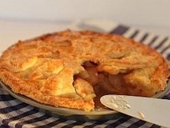 新鮮なりんごの味と香りを味わうアップルパイ