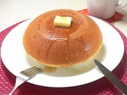 ミックス粉よりもっちり! 小麦粉を使って作る、大きな炊飯器パンケーキレシピ