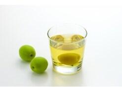 寝る前に1杯!1日の疲れを癒す梅酒の健康効果