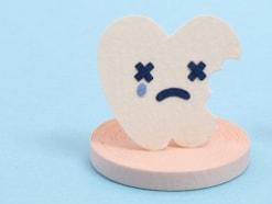 虫歯の中から赤い歯茎が見える…慢性増殖性歯髄炎とは