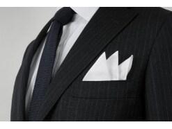 結婚式に良いポケットチーフ(スリーピークス)の折り方
