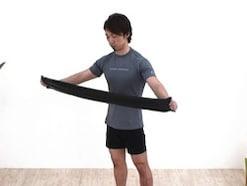 チューブトレーニングで肩や腕を鍛える!初心者も手軽に筋トレ