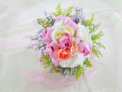 【タッジーマッジー】バラやバーブで作った花束