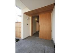 玄関ドア交換リフォームがすごい!カバー工法なら半日でココままで変わる