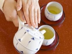お茶の出し方でのビジネスマナーで気を付けるポイント