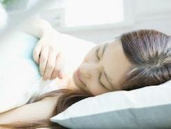 飛行機内で快適睡眠?CA直伝の方法