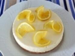 レモンの香りが爽やかなレアチーズケーキ