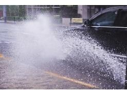 台風など天災による被害は車両保険で補償されない?
