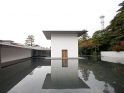 金沢・鈴木大拙館 禅を体現した建築と緑薫る本多の森