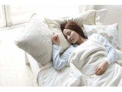 少ない寝具で暖かく眠るコツ…買い足さずに冬も快眠