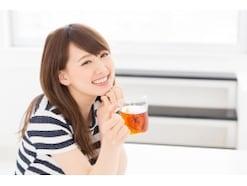 美人が夏でも冷たい飲み物を飲まないのは何故か?