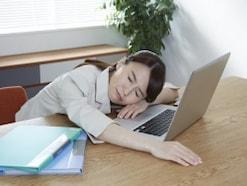 寝る前5分でOK!熟睡したい人の3つの快眠エクササイズ