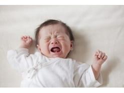 放置と焦りは禁物!泣く赤ちゃんへの正しい対処法