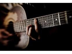 ギターの構え方、コードの押さえ方の基本をマスター!