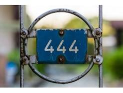 時計を見ると4時44分…不吉な数字と心の病気