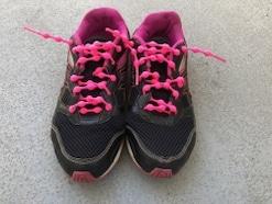 子どもが正しく靴を履く!結ばない靴紐「キャタピラン」