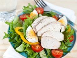 サラダチキンの栄養素・人気の理由…ダイエットや筋トレにも効果的?