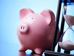60代前半の年金をカットされたくないのです。いつまでに収入を下げればいいですか?