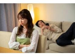 コロナが怖いのはわかるけど…ストレスに弱い「ビビリな夫」の止まらない浪費にキレた妻たち