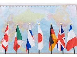 英語が公用語なのはなぜ?世界共通語になった理由とは