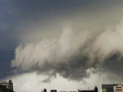 台風や豪雨による雨漏りは、火災保険で補償される?